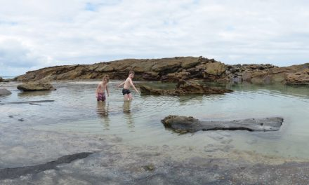A beach walk to The Mermaid Pool – Conjola National Park (NSW)